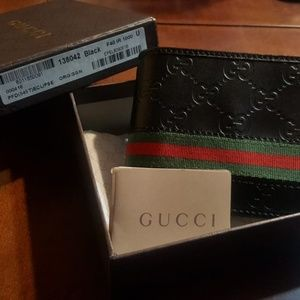 Mens Gucci wallet (Authentic)